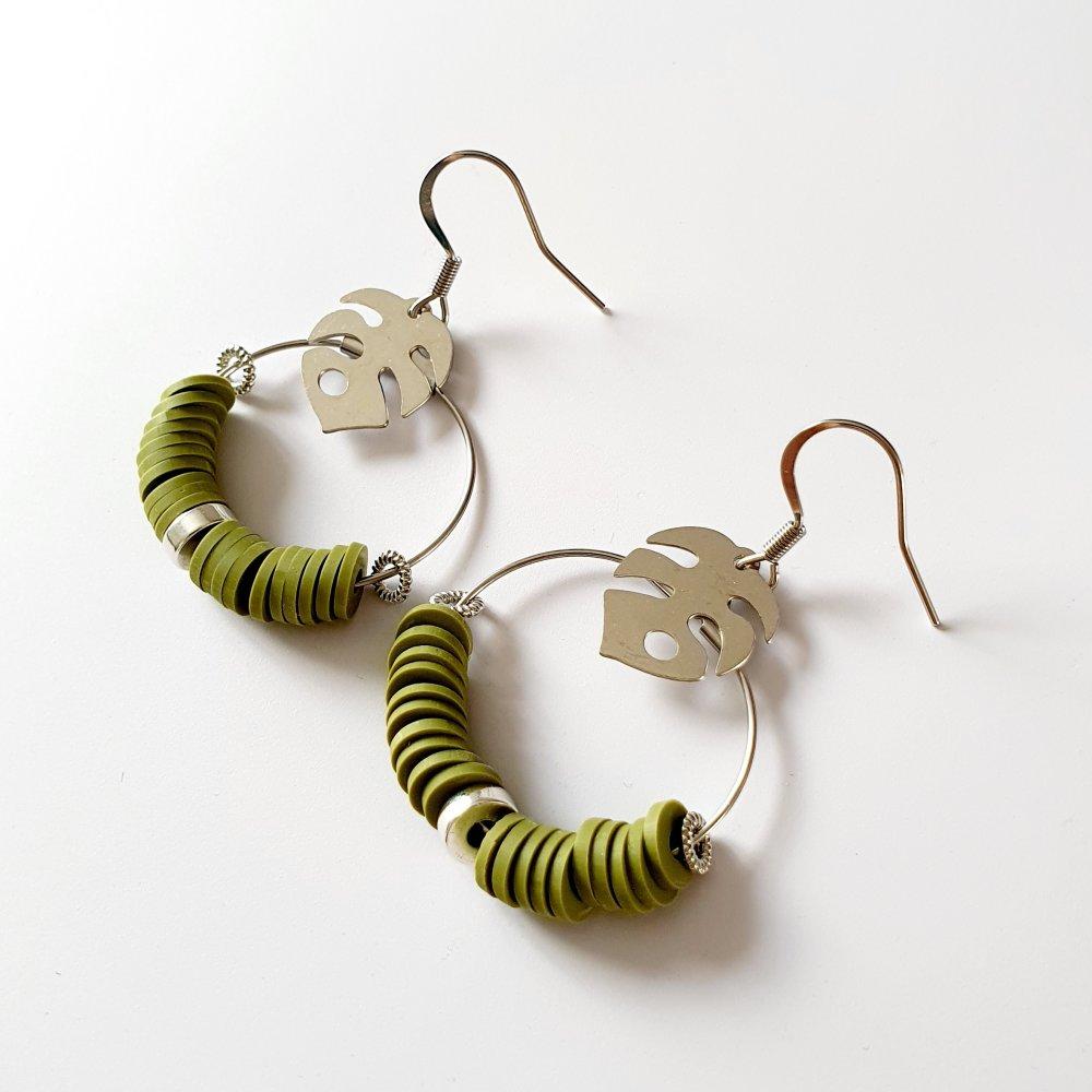 Boucles d'oreilles créoles heishi kaki estampe feuille argenté - idée cadeau femme anniversaire fêtes