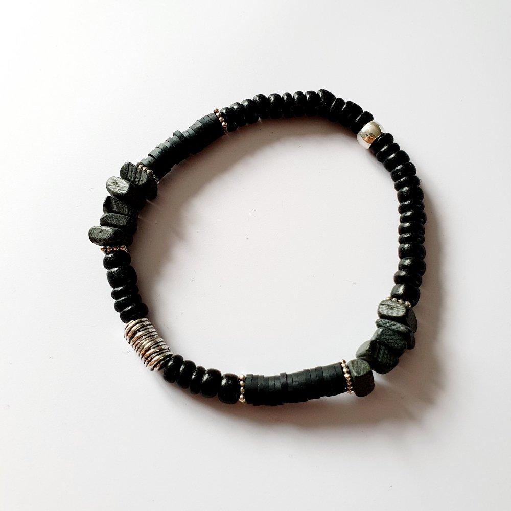 Bracelet surfeur heishi noir gris foncé homme - élastique - idée cadeau fête des pères anniversaire noël fêtes