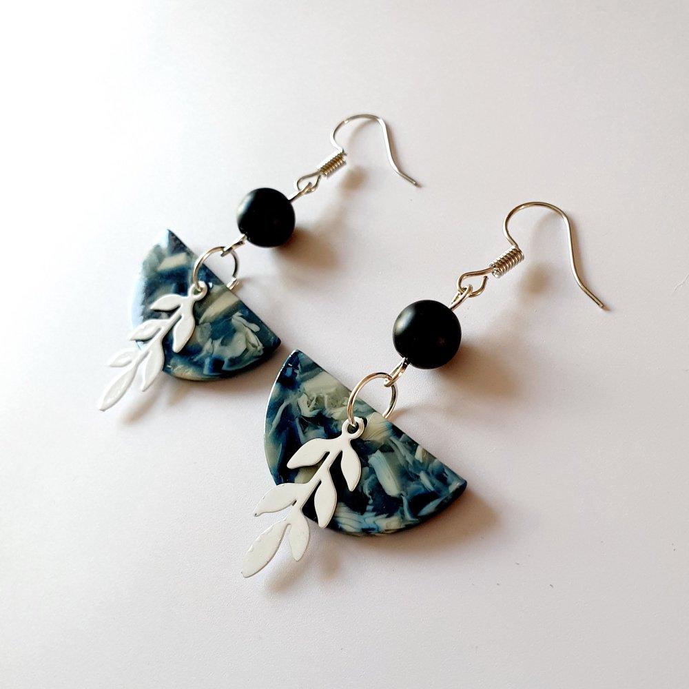 Boucles d'oreilles acétate feuille demi lune bleu blanc - idée cadeau femme anniversaire fêtes
