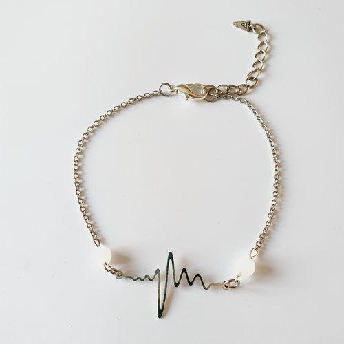 Bracelet de cheville battement de cœur argenté blanc et pierre de lune idee cadeau anniversaire fête des mères femme