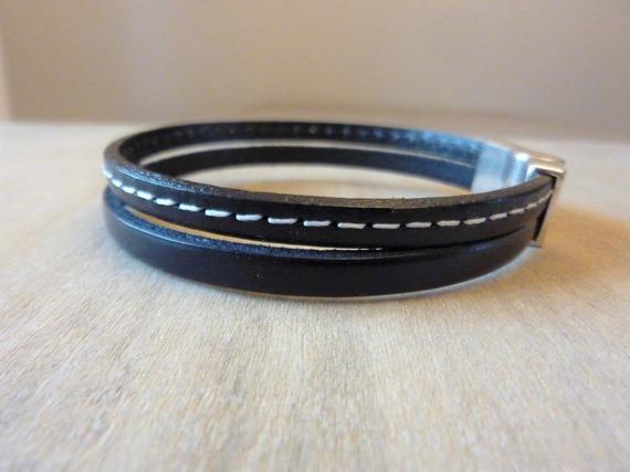 Bracelet homme en cuir noir et cuir noir coutures blanches - ancre de marine argenté - fermoir aimanté - mesure personnalisable