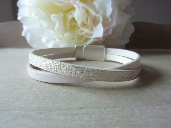 Bracelet cuir femme blanc et simili cuir blanc argenté effet serpenté - fermoir aimanté - mesure personnalisable