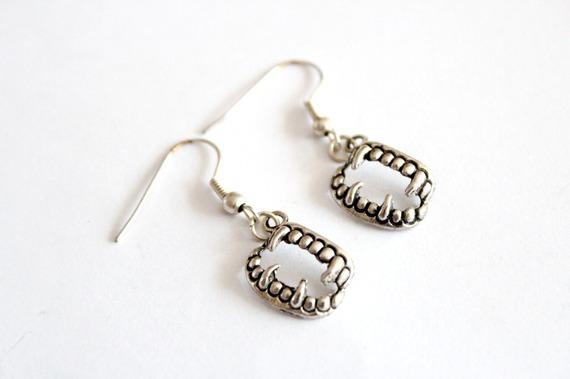 Boucles d'oreilles MACHOIRE en métal argenté