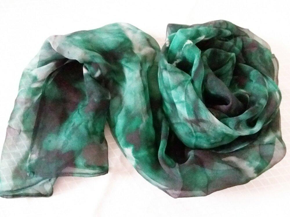 Jolie écharpe en mousseline de soie verte