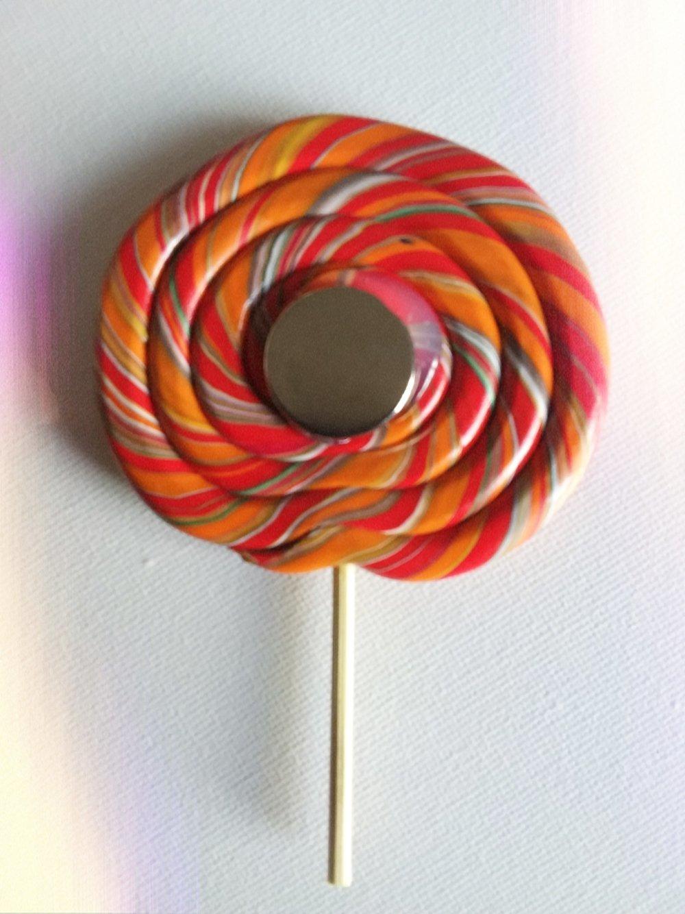 Joli magnet frigo lollipop multicolores en fimo