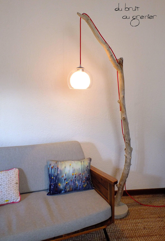 Lampadaire liseuse, suspension globe et câble rouge