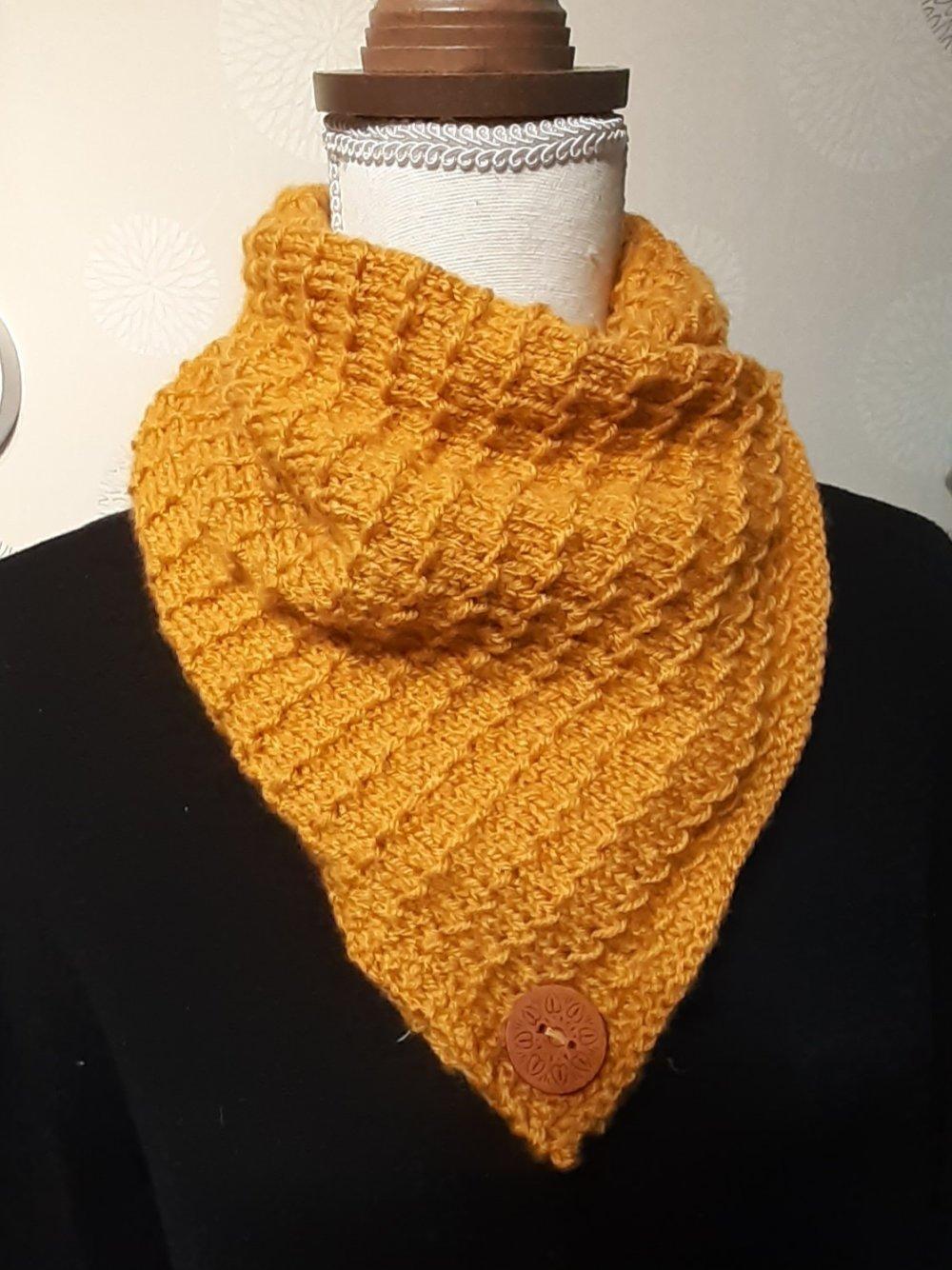 tour de cou tricoté main coloris moutarde