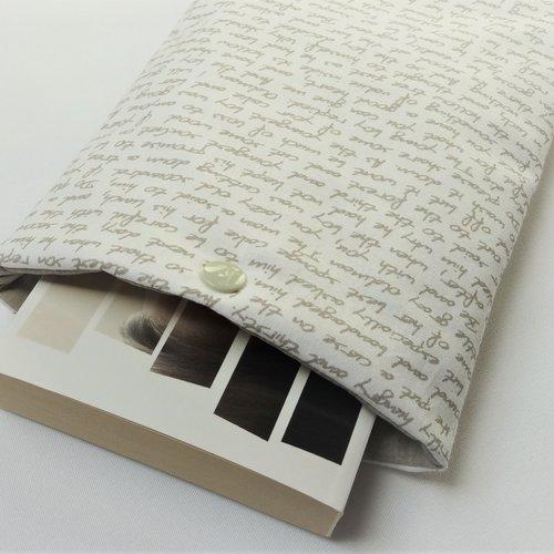 Housse pour livre de poche avec bouton pression - pochette / poche pour livre - housse de protection - ecritures beige