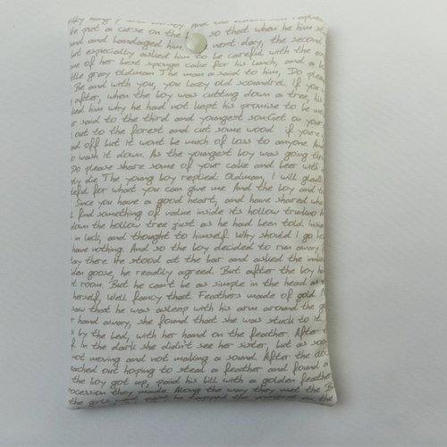Housse pour grand livre - avec bouton pression - pochette / poche pour livre - housse de protection - ecritures beige