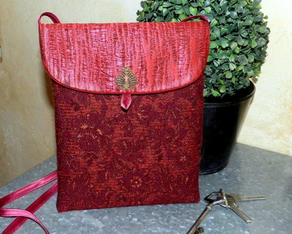 Pochette  à bandoulière coloris rouge et bordeaux