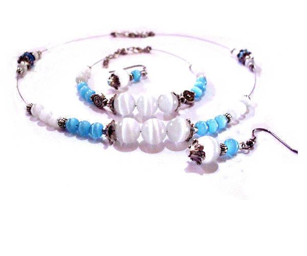 Parure collier, bracelet,  boucles d'oreilles ,duo de blanc et de bleu turquoise