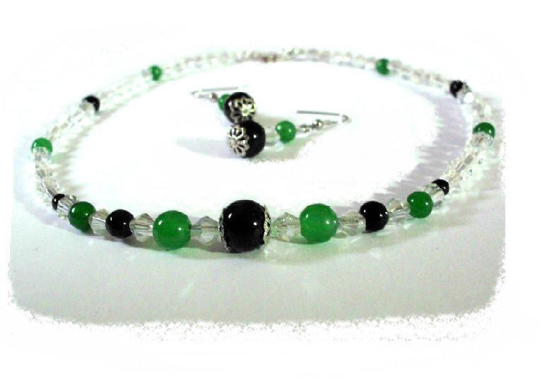 Parure duo de vert et de noir , collier et boucles d'oreilles