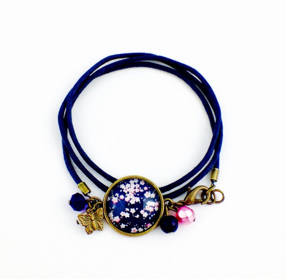 Boucles d'oreilles dormeuses bronze Cabochon, Fleurs  japonaises bleues Sakuro, cerisier, cadeau femme, bohème chic, fleuri