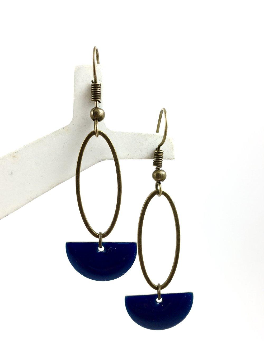 Boucles d'oreilles pendantes anneaux bronze, Sequin émaillé Noir, bohème, chic, mariage, original, pendentif