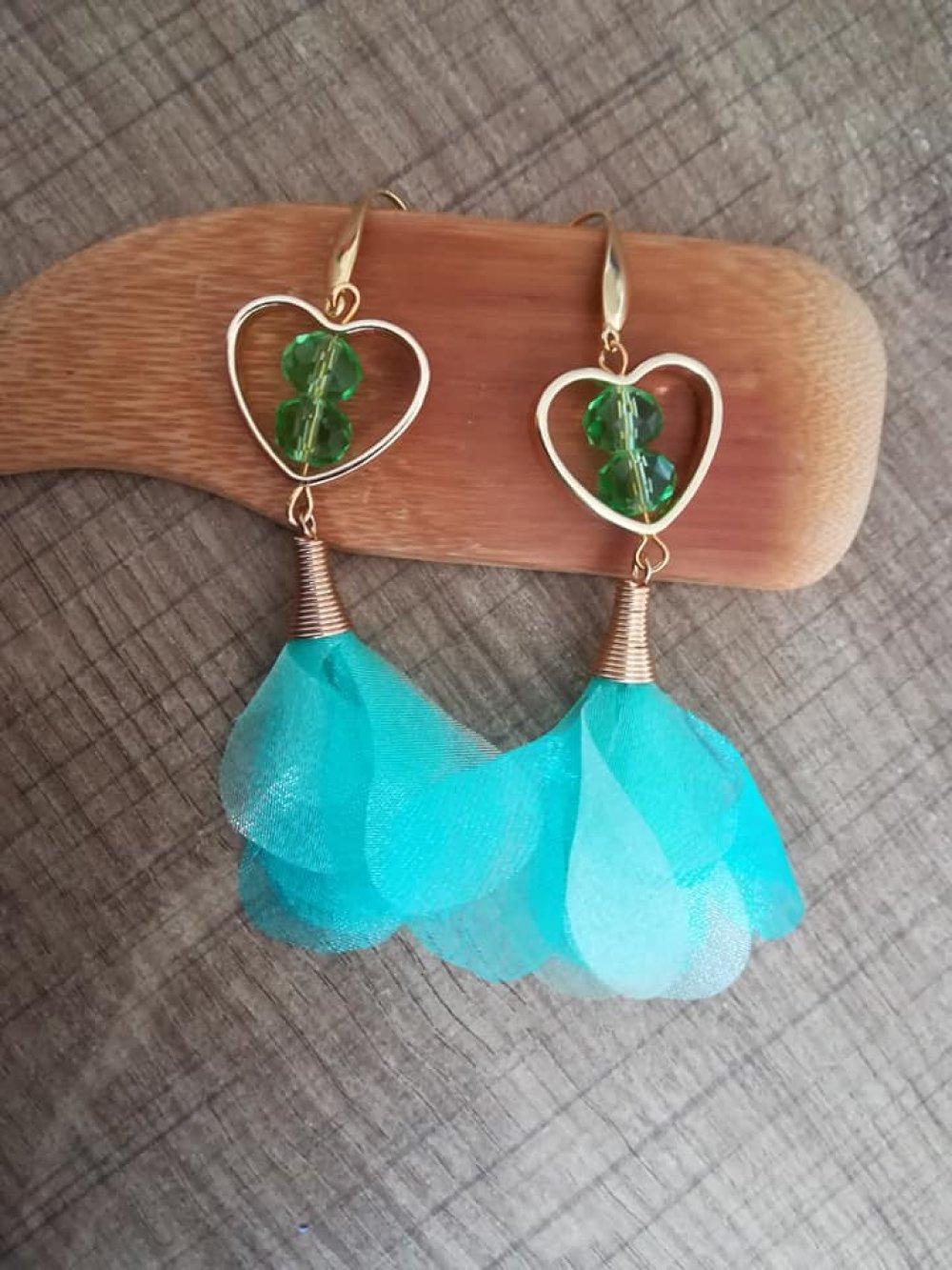 Boucle d'oreille cœur et pompon vert