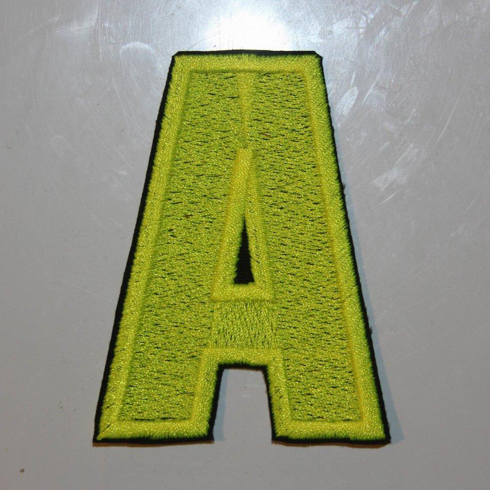 Écusson brodé lettre A A C avec Fond Blanc, contour Noir, 8 cm de hauteur