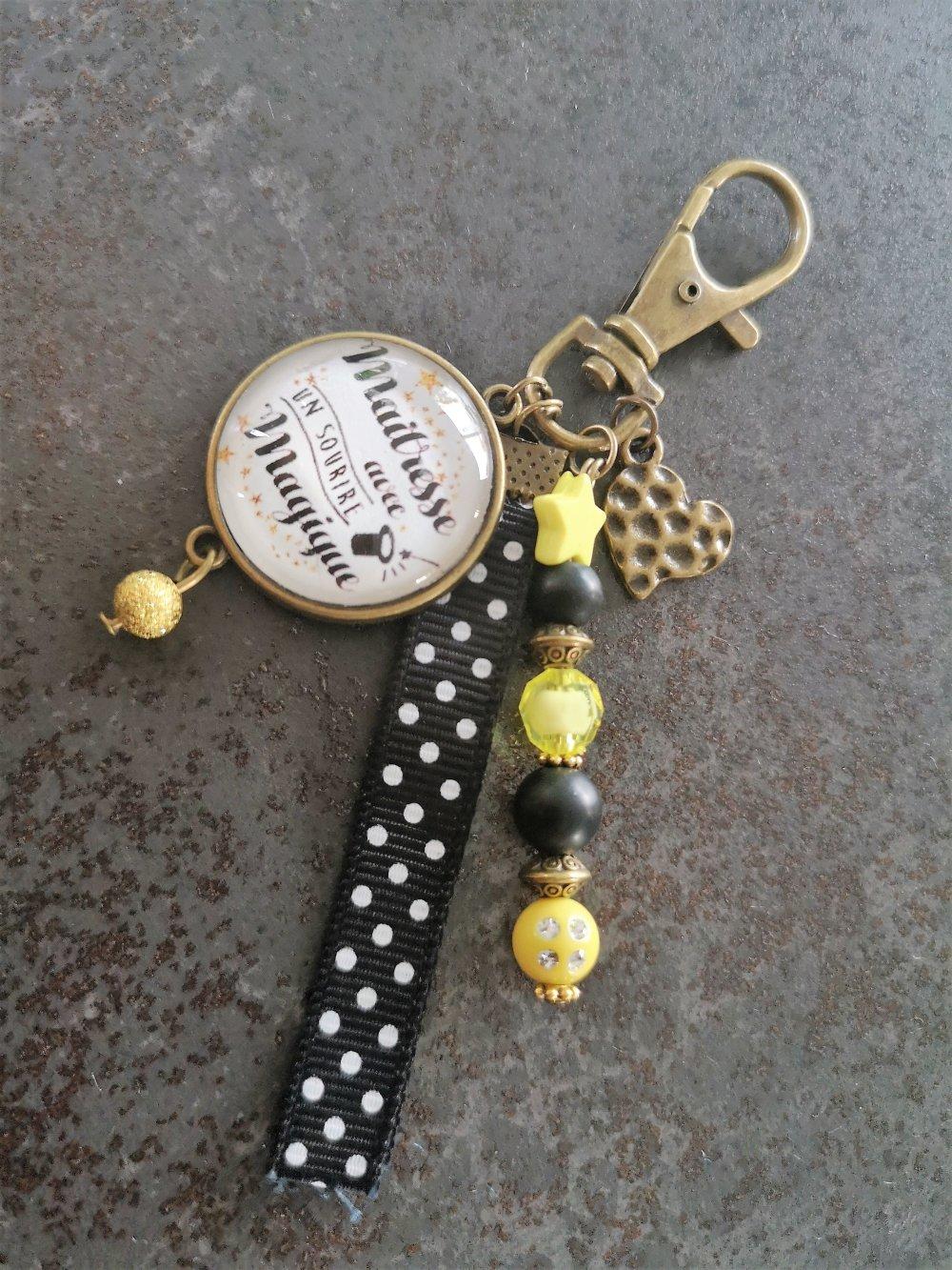 bijou de sac maitresse, cadeau maitresse, cadeau personnalisé, porte clés personnalisé