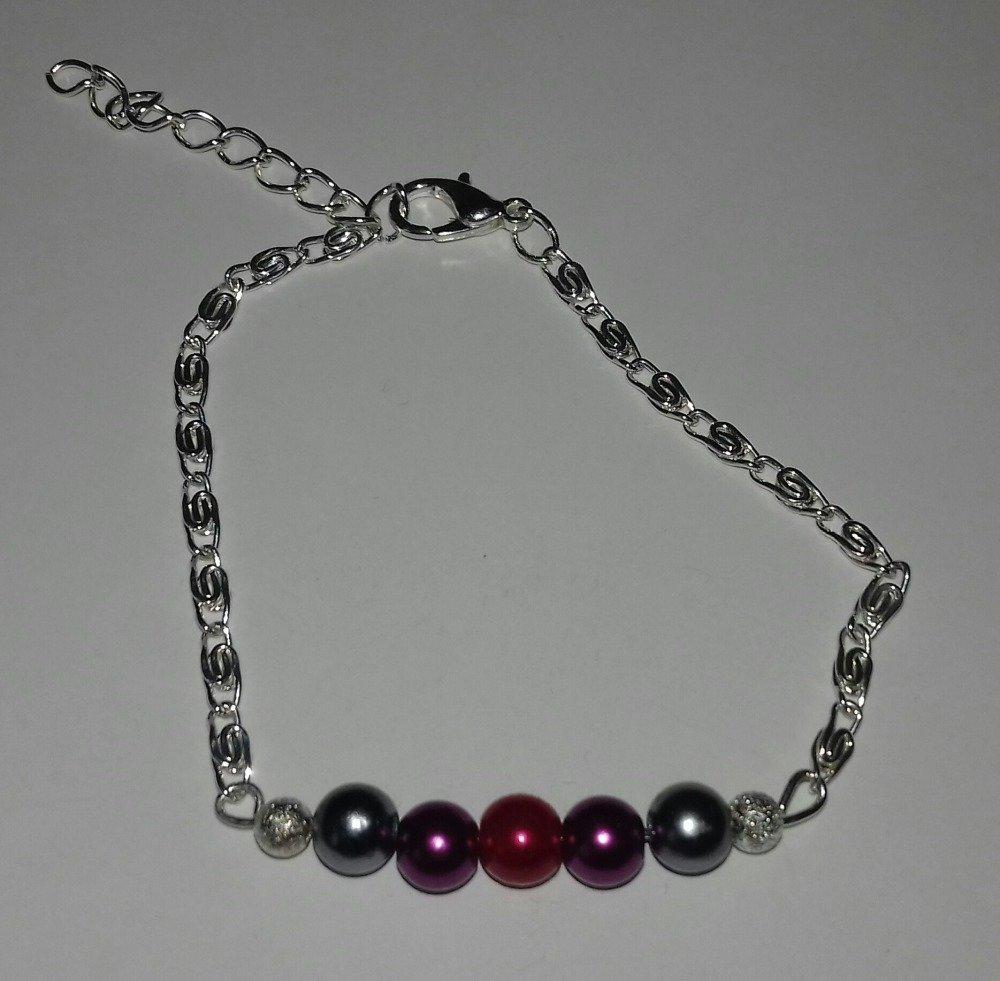 bracelet aux petites perles violettes