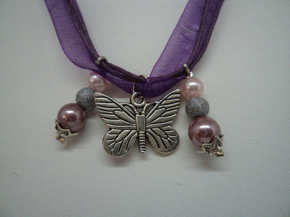 bijou fantaisie personnalisé, collier mi long violet avec son pendentif papillon argent et ses perles, cadeau de Pâques, anniversaire