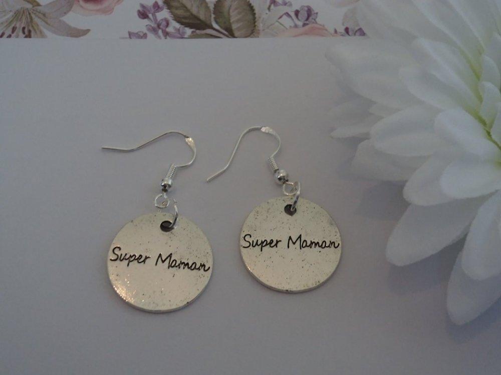 """longue paire de boucles d'oreilles pendantes au design breloque argentée: cercle """"super maman"""", amour fête des mères"""