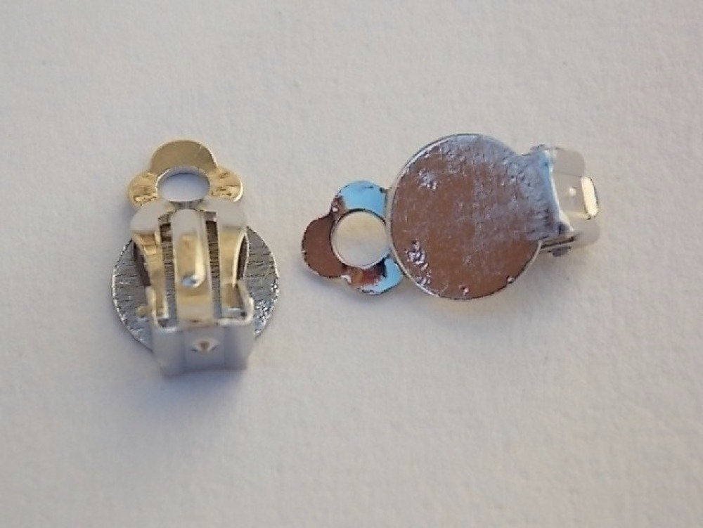 1 paire de boucle d'oreille clip argentée