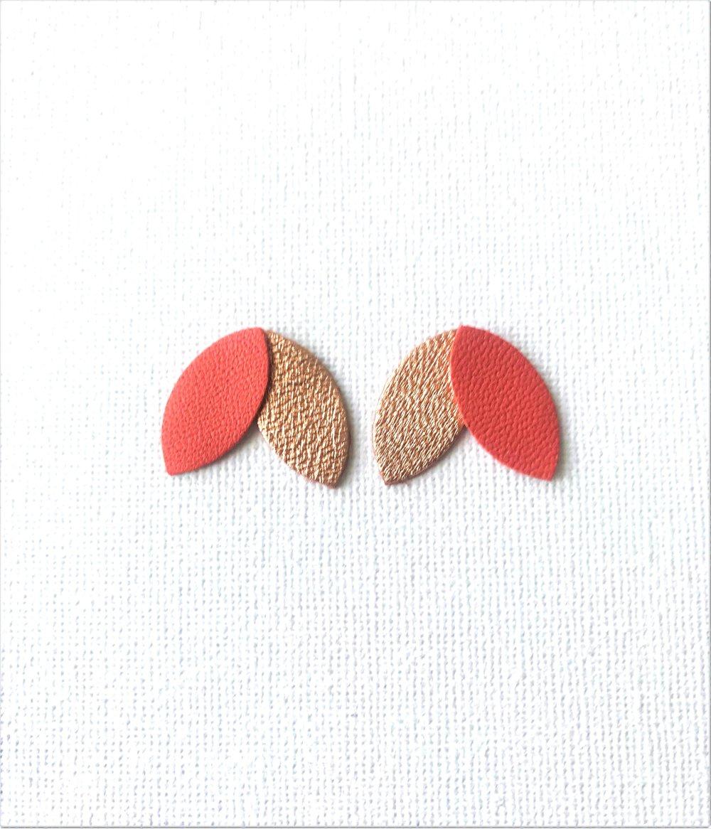 Boucles d'oreille pétales de cuir corail et or rosé