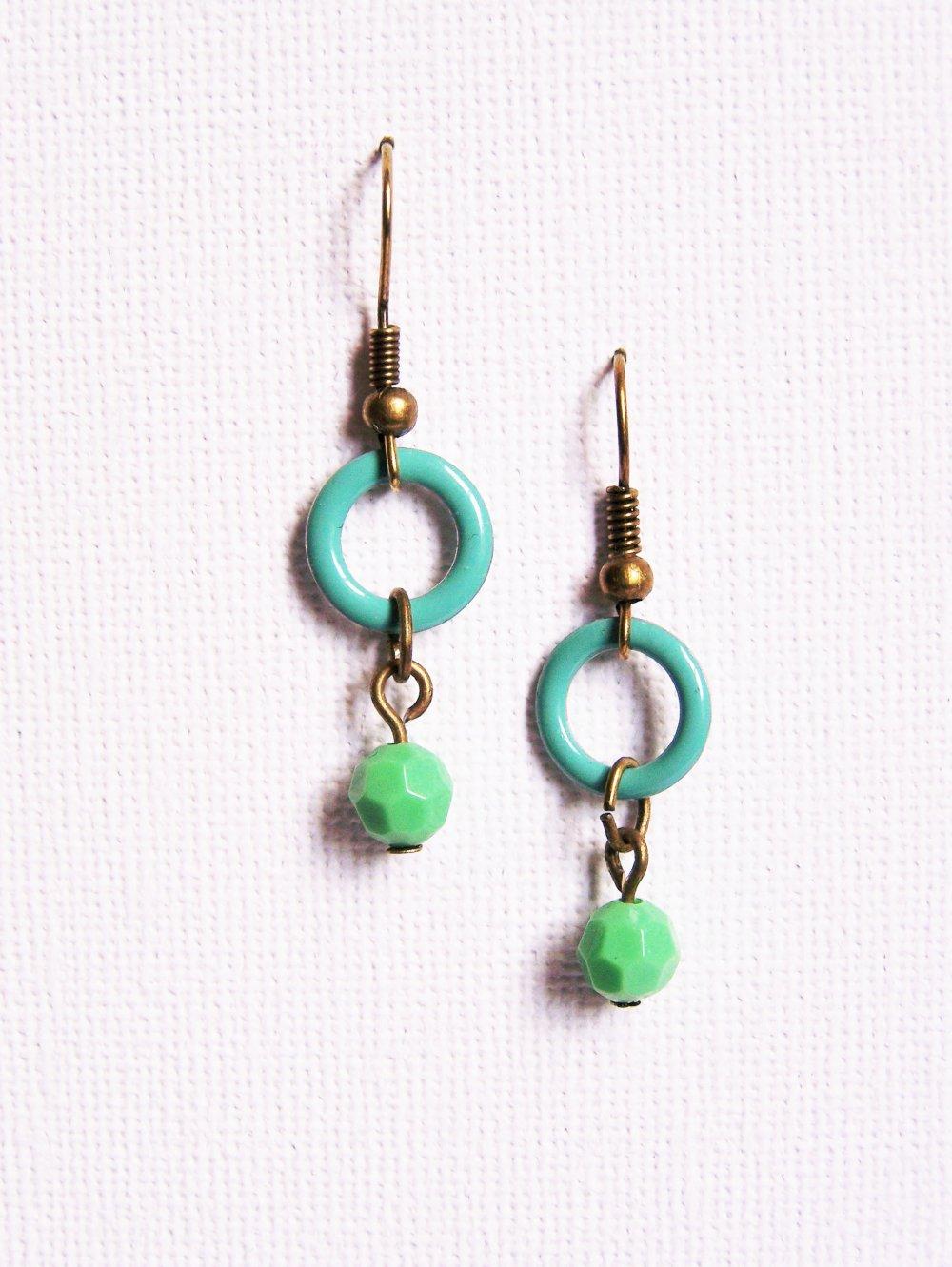 Boucles d'oreilles bicolores anneau turquoise et perle vert menthe