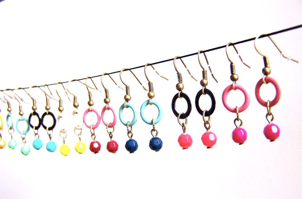 Boucles d'oreilles bicolores anneau et perle blanc et bleu