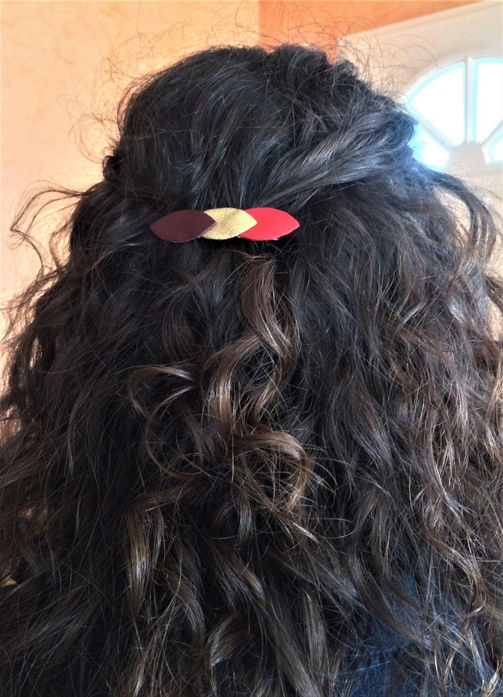 Barrette pince à cheveux pétales de cuir bleu foncé et bleu métallisé