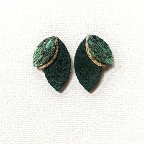 Boucles d'oreille, clou d'oreille, puce, pétales, de cuir, vert foncé, doré, cuir de paille, cadeau femme, minimaliste, chic, graphique