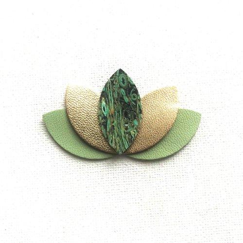 Barrette, lotus, grand modèle, pétales, cuir, vert amande, doré, plume de paon , cadeau femme, pince crocodile, mariage, personnalisé
