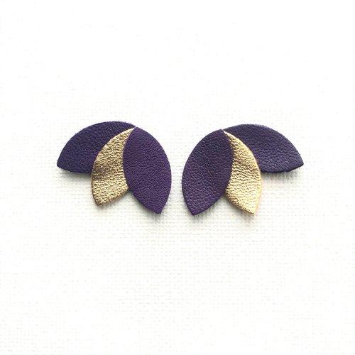 Boucles d'oreille, clou d'oreille, puce, pétales, de cuir, violet, doré, cadeau femme, minimaliste, chic, tendance, graphique, clou