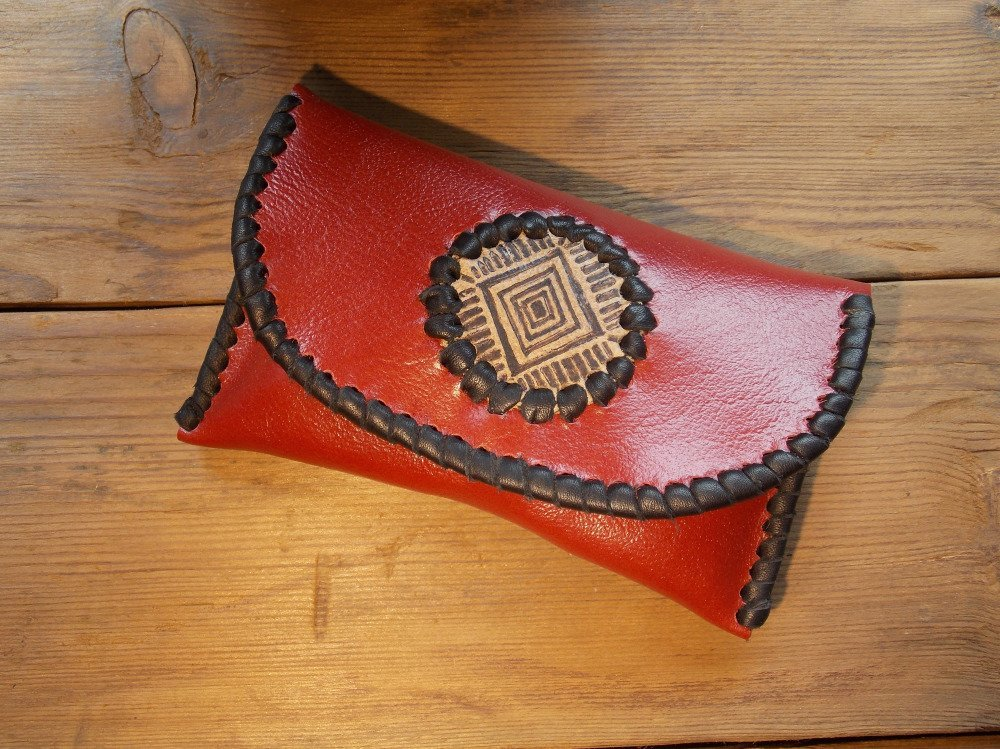 Blague à tabac Rouge / Gravure aztèque