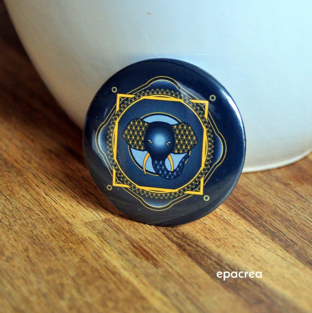 Badge 3,7cm Élélphant : Équilibre