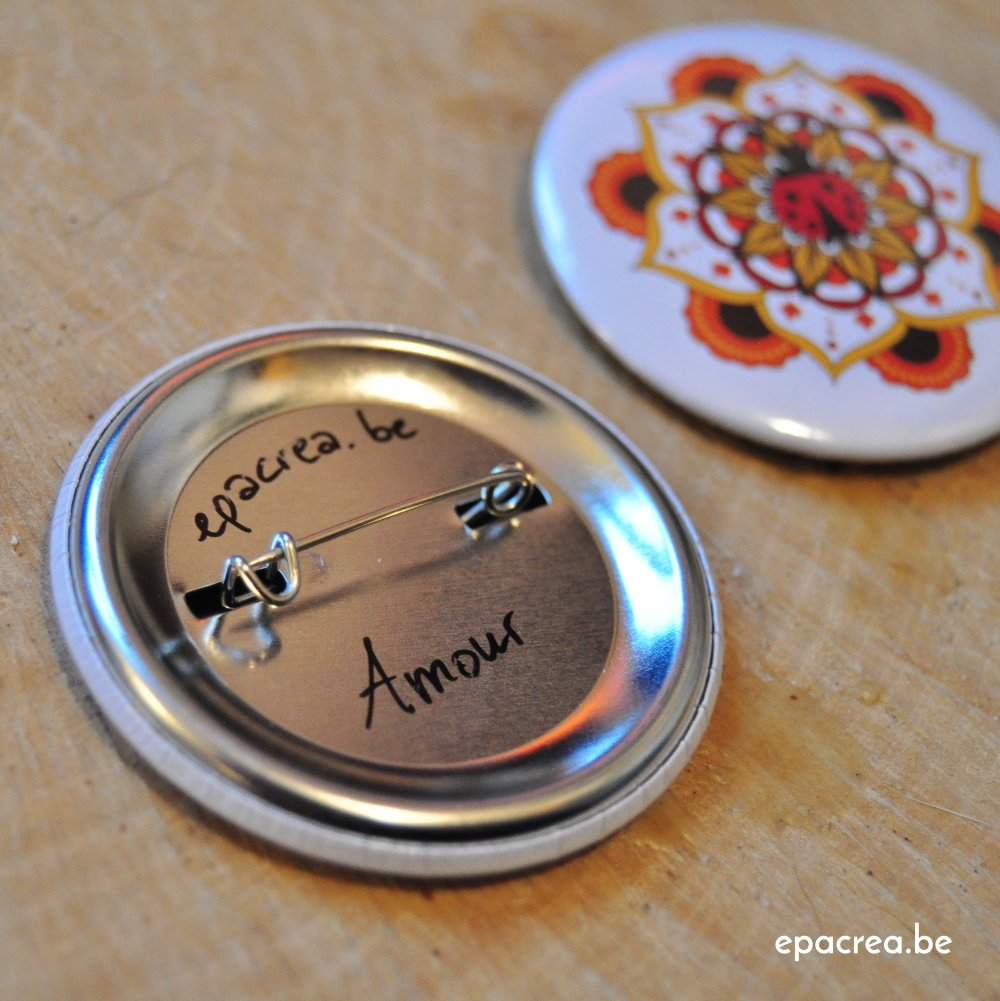 Badge 3,7cm coccinelle : l'amour