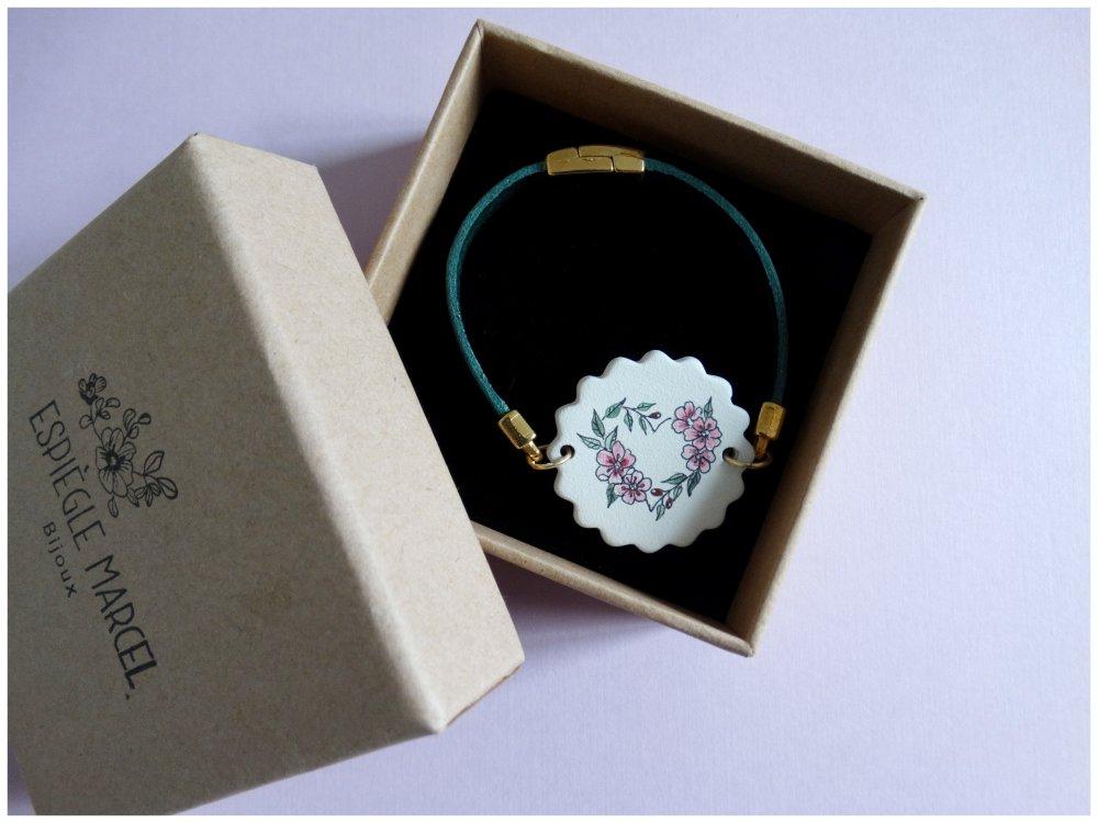 Bracelet cuir et médaillon en céramique - Cœur en fleurs.