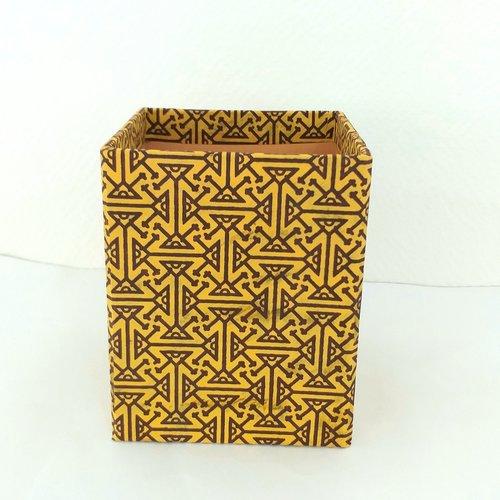 Grand pot à crayons - décor motifs géométriques et ethniques marrons sur fond moutarde