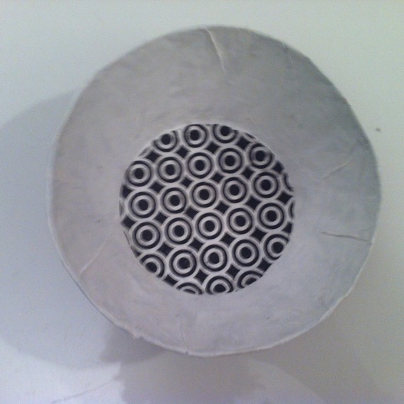 Petite coupelle ronde en papier maché - Fait main - Décor graphique noir sur fond blanc