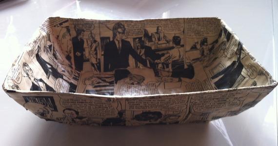 Grande coupelle rectangulaire en papier maché - Fait main - Décor bande dessinée des années 70