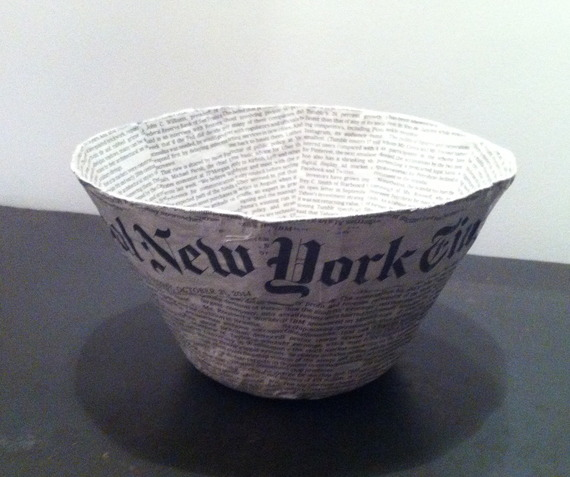 Grand bol en papier maché - Fait main - Décor papier journal International New York Times