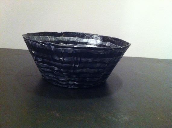 Petite coupelle ronde en papier maché - Fait main - Décor rayures argentées sur fond noir