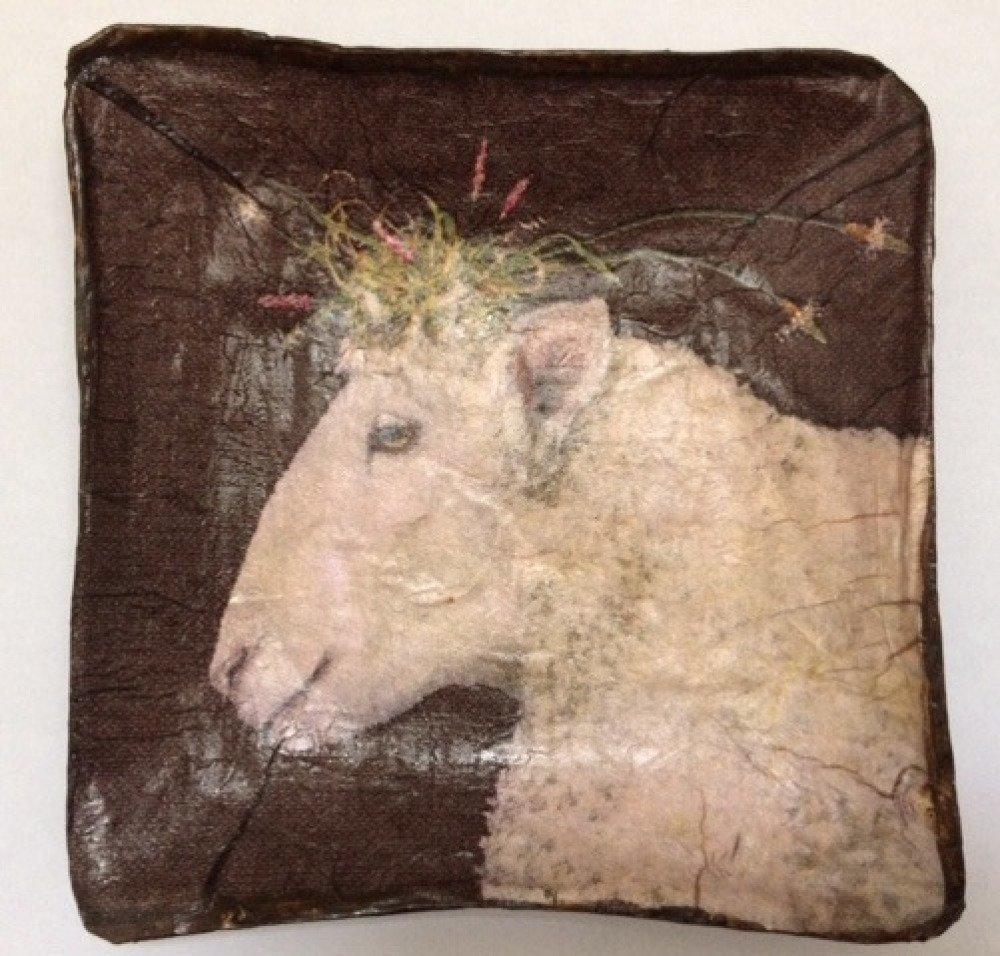 Coupelle carrée en papier maché - Fait main - Décor mouton avec coiffure fleurie