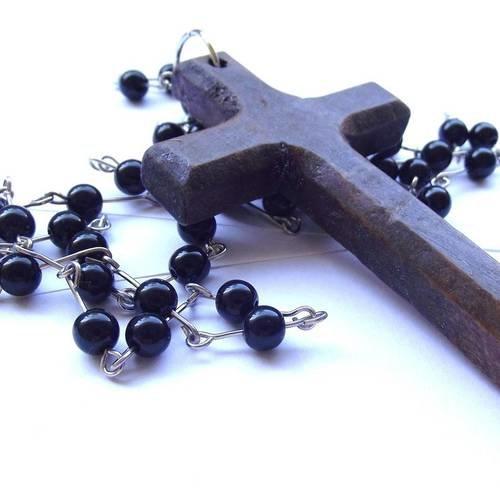 1 breloque 8,5 cm croix bois pendentif + chaîne perle noir