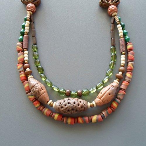 Collier ethnique chic 3 rangs en perles africaines, céramiques et malachite pour femme