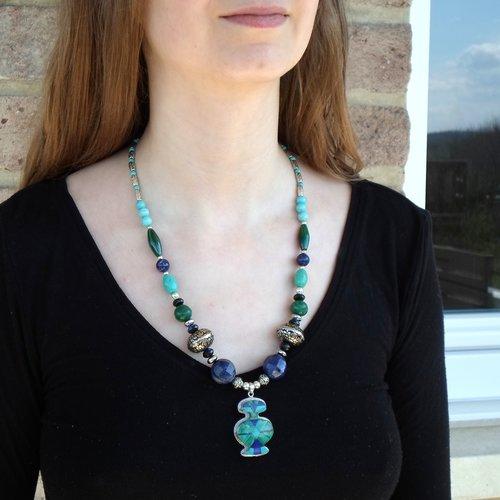 Long collier avec pendentif amérindien ancien zuni en argent avec lapis, turquoises, malachite