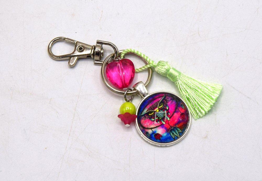 Porte clé Hibou sur un attrape rêve avec coeur en strass rose vert, décoration sac à main, bijoux cabochon pompon.