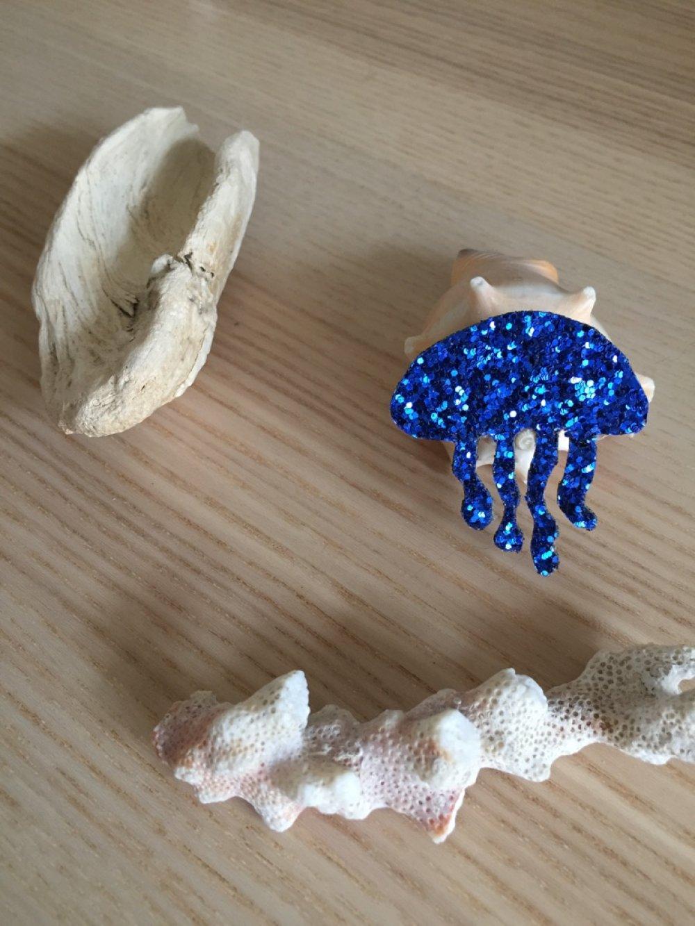 Broche méduse bleue