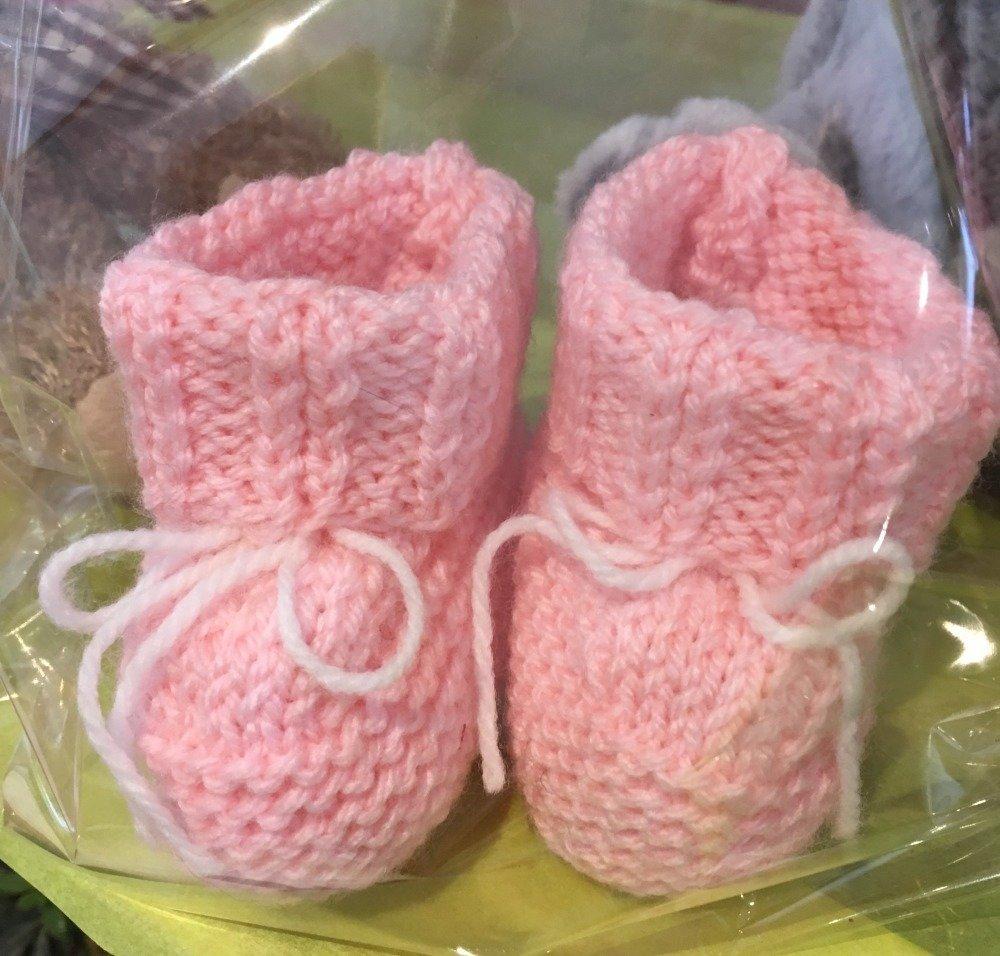 chaussons bébé / reborn fille rose tricot