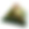 Orgonite pyramide énergétique vert ange et feuille d'or chakra du coeur