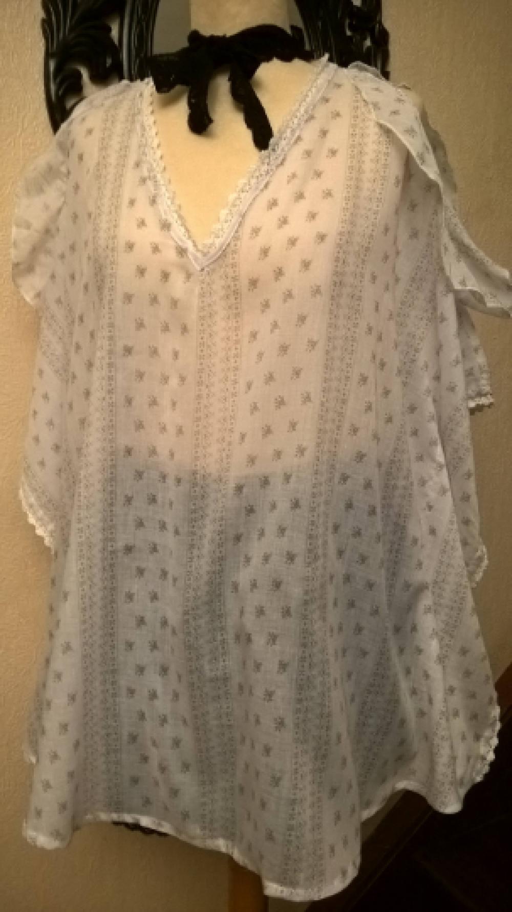 Grande taille,Blouse femme,voile de coton,couleur blanc et beige,cadeau femme,cadeau fille,vêtements